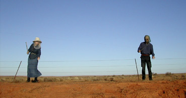 Jon Rose and Hollis Taylor playing a fence, Broken Hill, April 2003